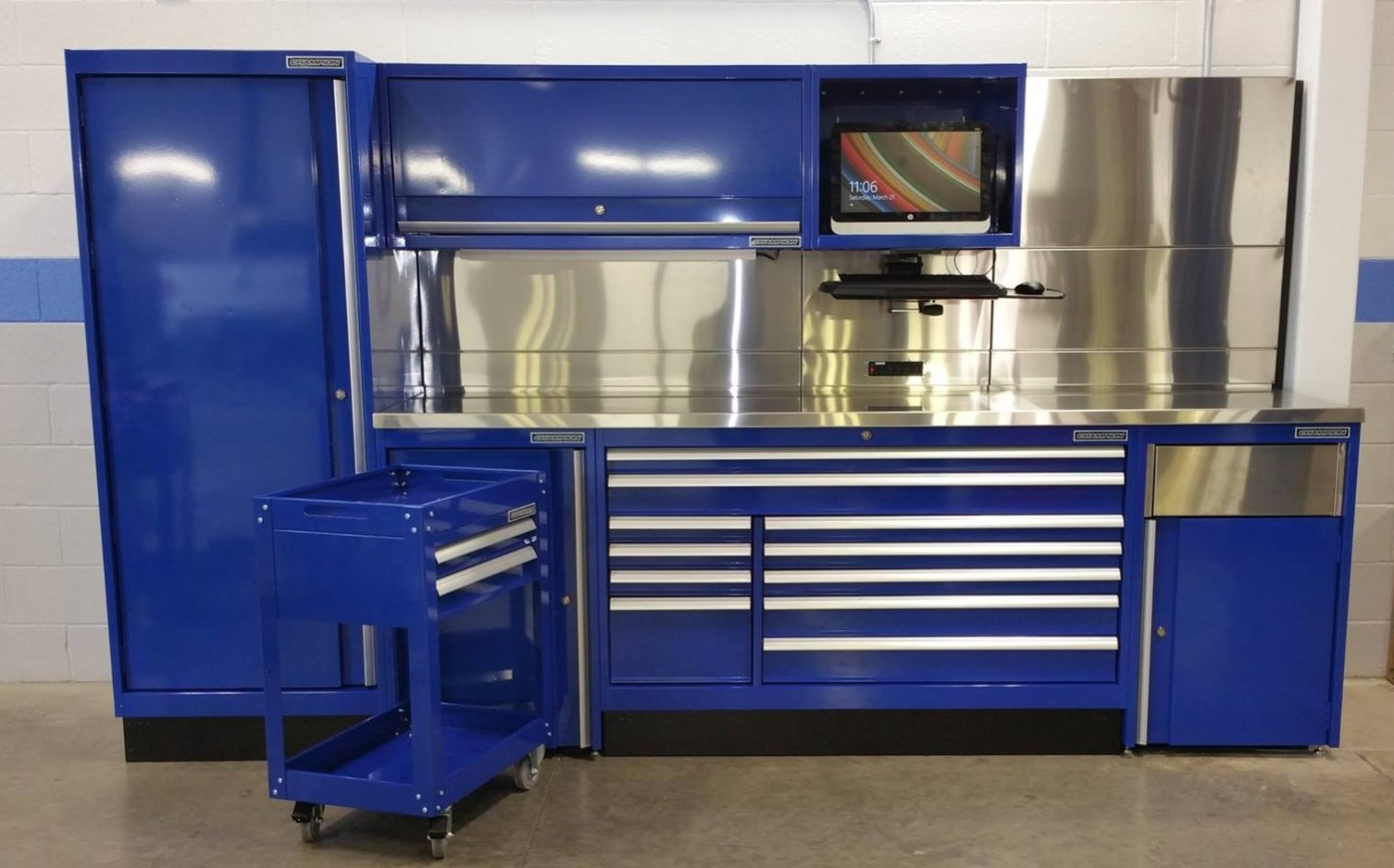 Material Handling Workbenches